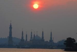Islamic Centre terlihat dari tepian Mahakam.Sumber: Koleksi Pak Aryo